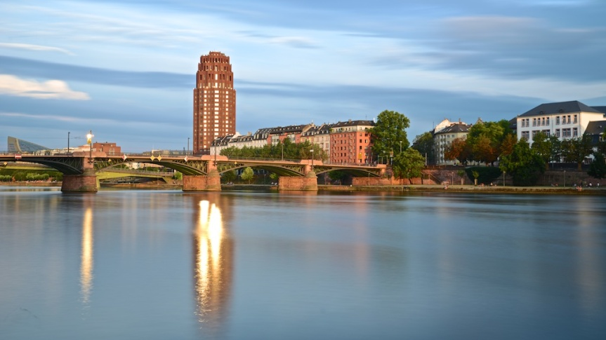 Frankfurt river main